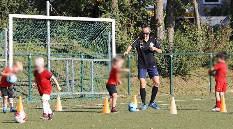 Is uw kind gek van voetbal? Bij TEMPO kan je vanaf 4 jaar voetballen !